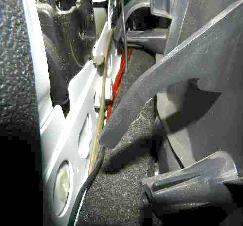 Painel removido da coluna lateral entre portas - lado motorista
