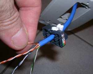 Tomada RJ45 - Passagem do cabo Ethernet
