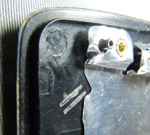 Figura 12 – Guias do cabo wireless da antena esquerda, após a remoção.