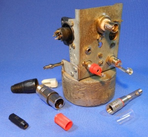 Figura 2 – Alguns conectores prontos para soldagem.