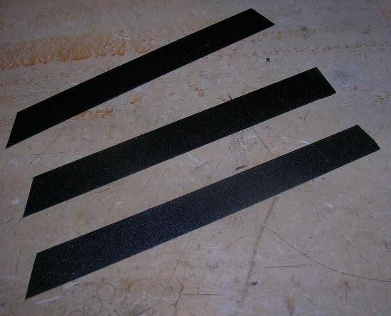 Figura 28 – Tiras plásticas cortadas para alinhar a bobina.