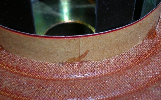 Figura 30 – Aranha levemente colada com cianoacrilato à bobina-móvel.