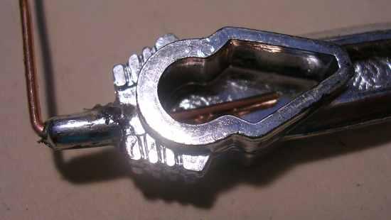Figura 6 – Inserção de uma alma metálica, feita de fio rígido telefônico.
