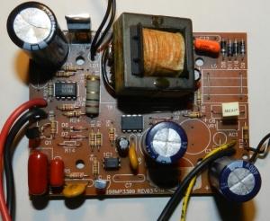 Figura 1 – Placa de circuito impresso do carregador, já consertado.
