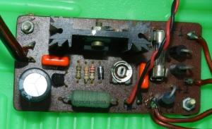 Figura 1 – Carregador instalado no carrinho elétrico.