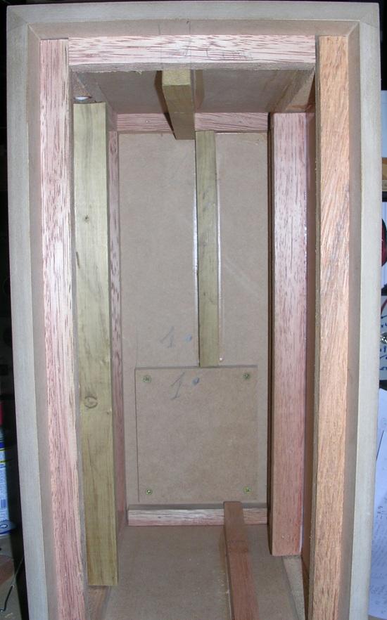 Figura 12 – Aparência interna da caixa, com as ripas colocadas.