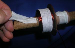 Figura 15 – Retirada da fita crepe sobre o barbante.
