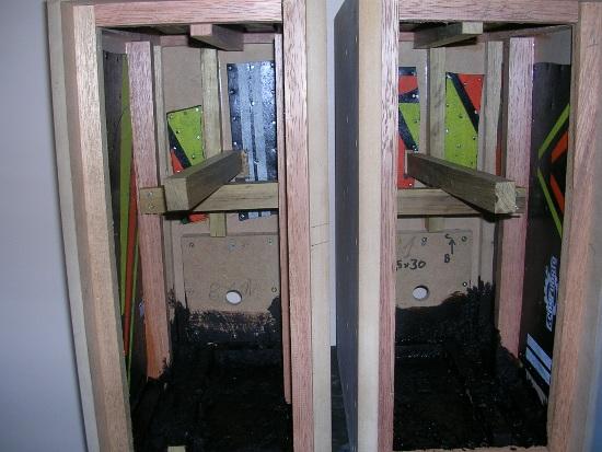 Figura 16 – Início da aplicação do revestimento anti-ruído. As placas de borracha já estão colocadas.
