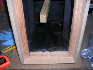 Figura 17 – Aparência interna da caixa após a aplicação da massa anti-ruído.