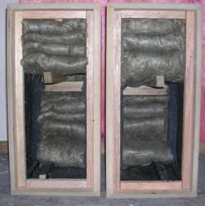 Figura 18 – Colocação de lã de rocha nas caixas.