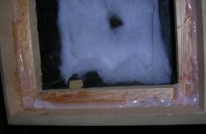 Figura 19 – Preparação de vedação de silicone para montagem do painel frontal.