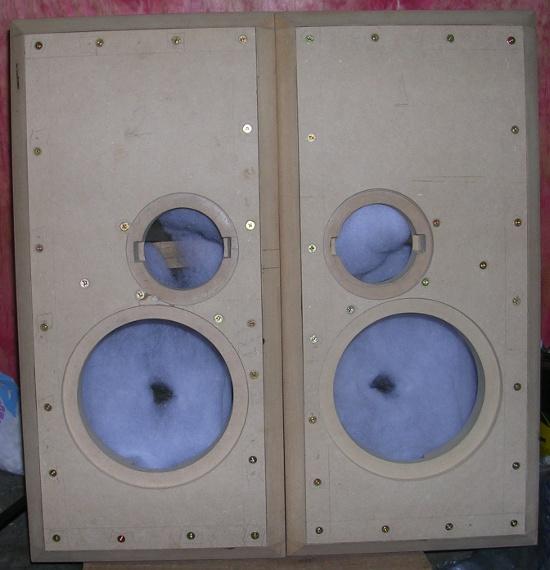 Figura 20 – Vista das caixas após fixação dos painéis frontais.