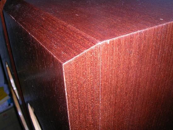 Figura 24 – Detalhe do painel frontal das caixas, após o acabamento.