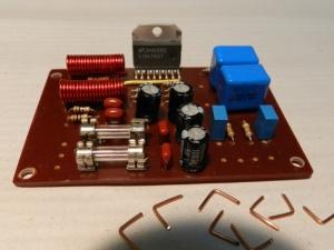 Figura 37 – Amplificador LM4766 com os terminais de fio rígido prontos para soldar.