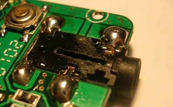 Figura 4 – Conector ressoldado à placa, pronto para remontagem.