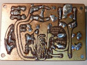 Figura 44 – Lado cobreado da placa do amplificador, logo após a soldagem final.