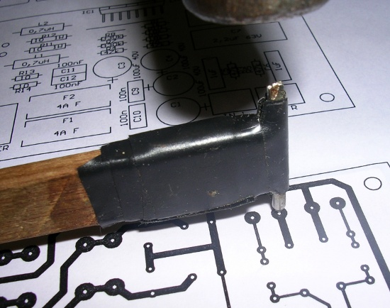 Figura 7 – Transferindo a posição dos furos dos componentes para a placa.