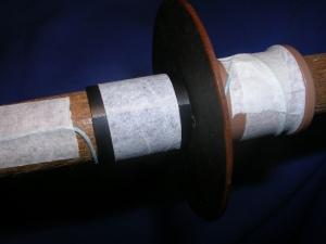 Figura 9 – Colocação da cartolina por cima do barbante.