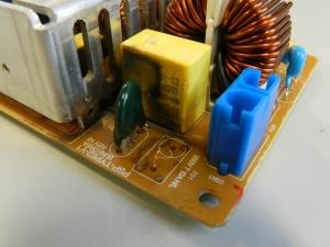 Figura 30 – Placa consertada, com fusível improvisado com fio de cobre – não recomendável.