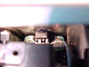 Figura 8 – Sensor de infravermelho, projetor visto de cima e por trás, lente fica à direita.