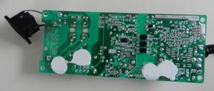 Figura 17 – Vista do lado da solda da placa da fonte do XBOX, onde aparecem as 4 gotas de cola branca de silicone.