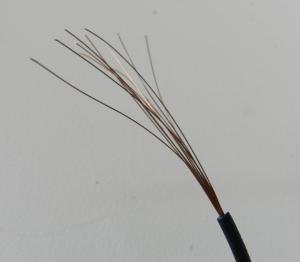 Figura 25 – Cabinho do qual foi retirado um dos fios para confecção do fusível.