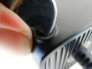 Figura 6 – Remoção da peça plástica com faca para eletrônica.