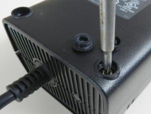 Figura 8 – Remoção do parafuso de cabeça Torx.
