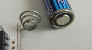 Figura 12 – Corrosão iniciada por causa de vazamento da pilha.