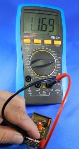 Figura 16 – Teste da pilha do controle remoto, com carga.