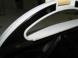 Figura 25 – Parafusos junto às alças da torradeira.