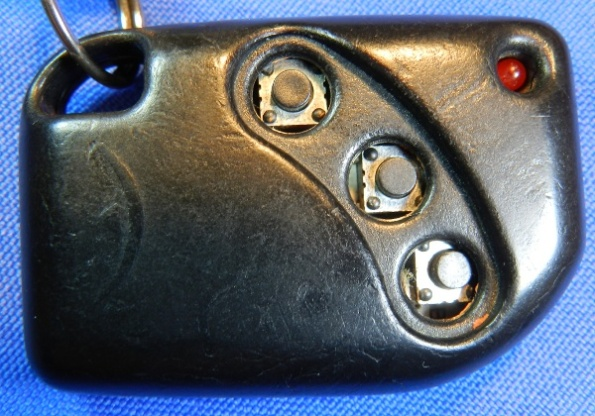 Figura 4 – Controle que perdeu a borracha protetora das teclas.