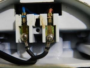 Figura 8 – Local de ligação entre cabo de entrada da rede elétrica e os cabos internos do equipamento, específicos para altas temperaturas (capa de silicone com seda).