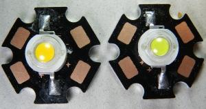 Figura 11 – LEDs de potência, o da esquerda emite luz branca quente e o outro, luz branca fria.
