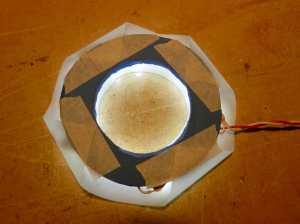 Figura 14 – Folha de poliéster sobre os LEDs II, fixada com fita crepe.