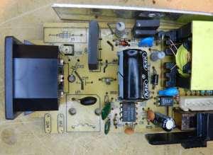 Figura 12 - Vista superior da placa da fonte, com destaque para o estágio primário (entrada de rede CA).