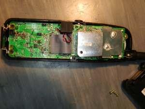 Figura 2 – Aparência geral da placa do monofone. O conector da bateria está acima, à esquerda.