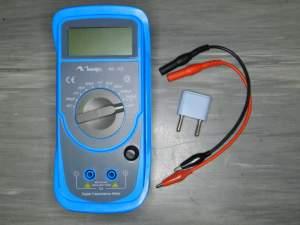 Figura 3 – Capacímetro e pontas de prova e soquete de teste, originais.