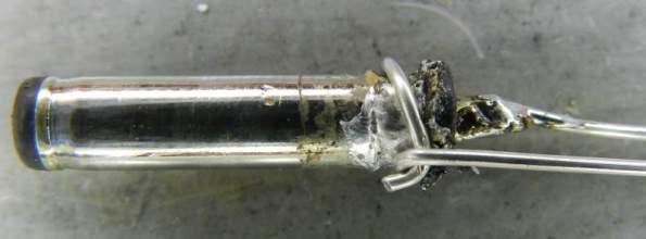 Figura 6 - Detalhe do fio amarrado ao contato externo (negativo).