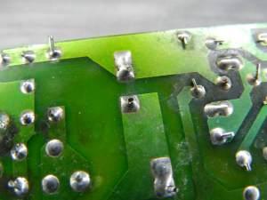 Figura 56 – Falha na solda do capacitor eletrolítico da fonte, do Tecpar V240A.