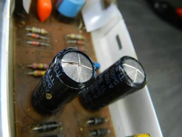 Figura 60 - Estufamento dos capacitores eletrolíticos de reator eletrônico para fluorescentes.