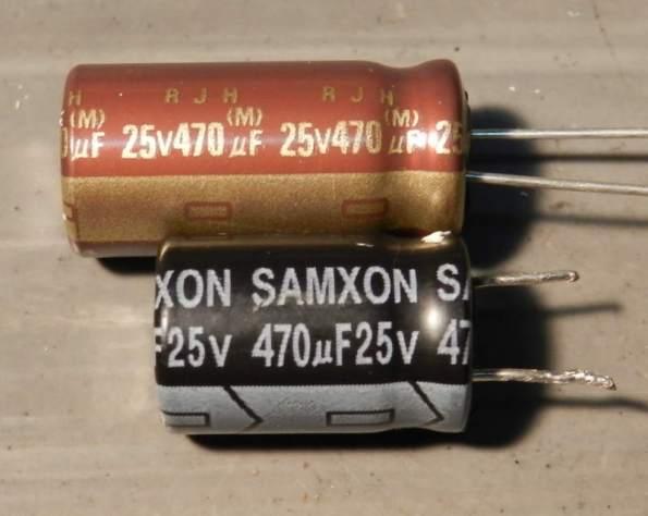 Figura 61 – Capacitores de mesmo valor e tensão de trabalho, mas diferentes ESR. O de baixo tem a ESR mais elevado (pior).
