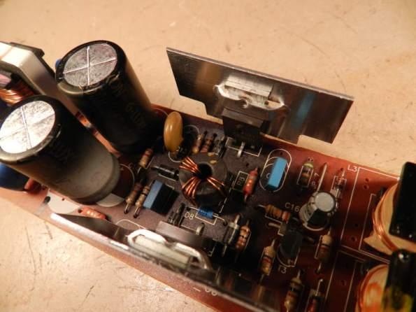 Figura 62 – Aparência do reator eletrônico Osram, onde pode ser notado aquecimento de vários componentes.