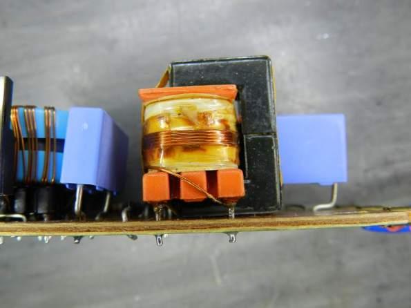 Figura 66 – Detalhe da bobina da lâmpada de cátodo frio em reator Philips, em boas condições.