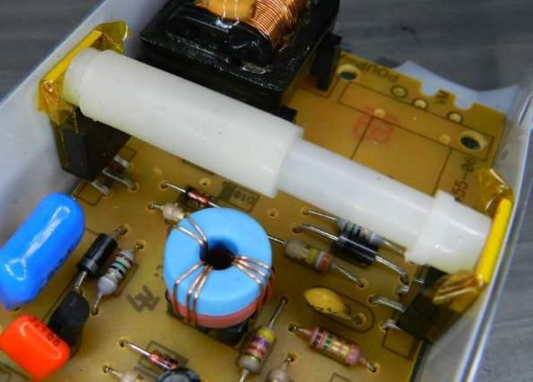 Figura 72 – Outro modo de fixar e isolar os transistores.