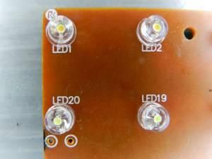 Figura 21 – Diferença de cor da camada fluorescente entre os LEDs branco quente (LEDs 1 e 2) e os branco frio (LEDs 19 e 20).