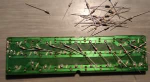 Figura 23 – Colocação dos resistores. Não há lugar para eles no outro lado da placa.