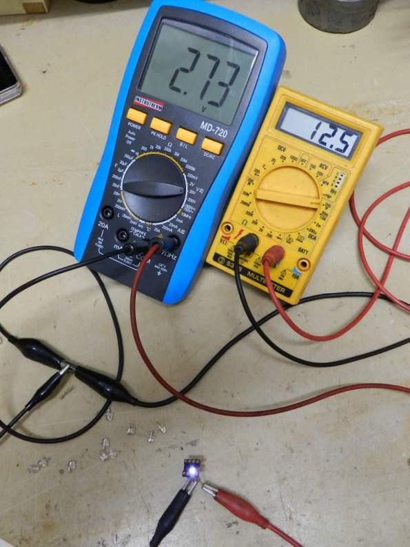 Figura 4 – Monitoração de tensão e corrente para cada LED.