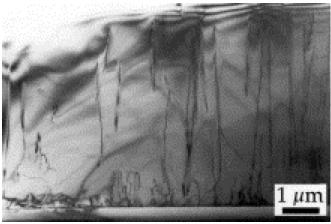 Figura 5 – Ampliação de substrato cristalino de InGaN de um LED, com as trincas. Fonte Digikey [2].