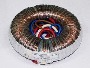 Figura 8 – Transformador toroidal de seção cilíndrica. Fonte: James Transformer Factory [7].